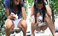 Freundinnen pissen outdoor