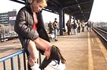 Lesben pissen in Öffentlichkeit