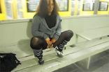 Deutsches Piss Luder in Ubahn Station
