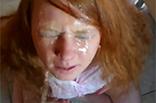 Junge redhead Schlampe angepisst