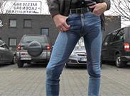 Deutscher Gay beim Einpissen