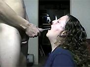 Perverse Oma schluckt Pisse
