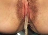 Haarige Muschi saftet aus