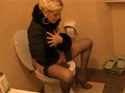 Ex Schlampe auf Toilette