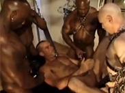 Bodybuilder Gay Pissorgie