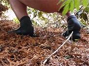 Meine Schwester pisst im Wald