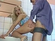 Wilder Sex auf der Herrentoilette