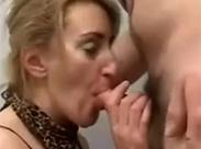 Toiletten Sex mit der Stiefmutter