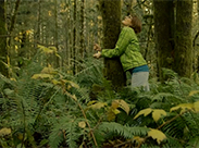 Ausgesetzt im Wald und die Blase drückt