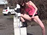 Geile Teenie Schlampen pissen outdoor