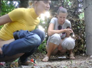 Zusammen in den Wald gepisst