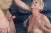 Oma auf die Titten gepisst