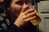 Schwanz anzapfen und Urin trinken