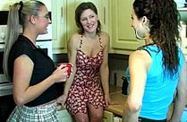 Lesben Sex Orgie in der Küche