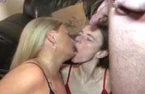Piss Orgie mit bisexuellen Hausfrauen