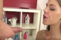 Frau ins Gesicht gepisst