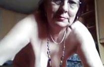 Oma pisst vor der Webcam
